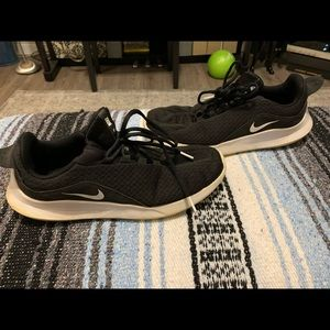Women's 8.5 Nike Black Athletic Shoes